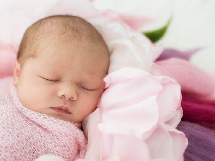 Newborn-Session mit Annabelle und ihren Schwesterchen, 8 Tage alt