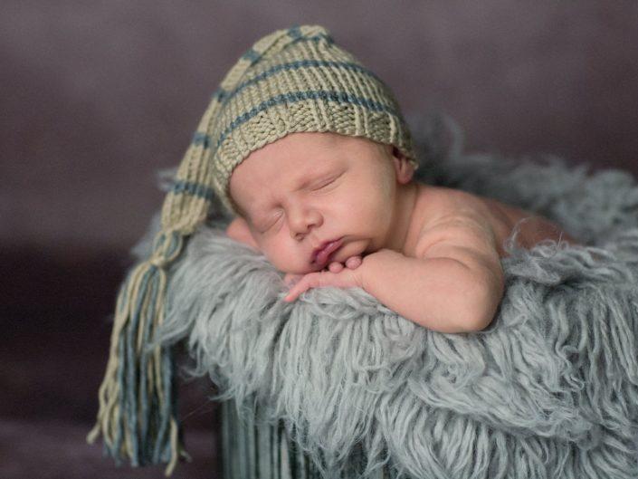 Studio-Newborn-Session mit Tommy, ein kleiner Engel, 9 Tage alt