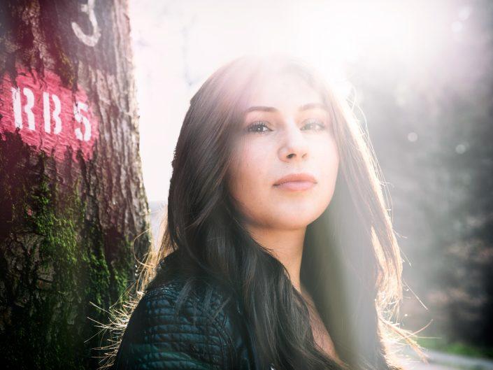 Portrait-Shooting in Bendorf in der Natur mit Carmela