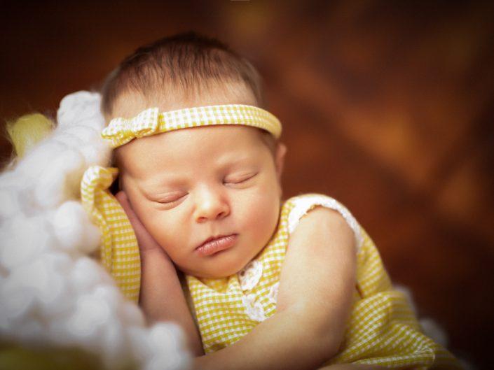 Baby Magdalena– Neugeborenenshooting mit 9 Tagen