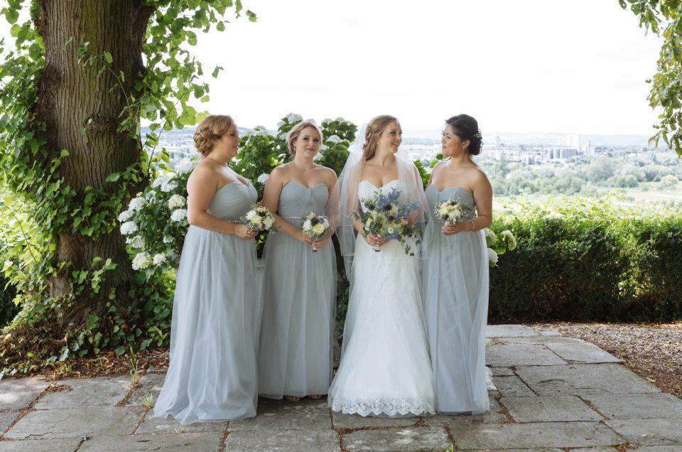 Brautjungfernkleider – Auf was ihr achten solltet